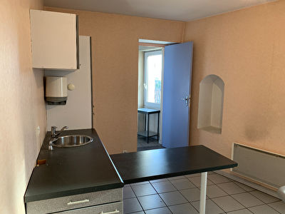 Appartement de type T3 ou local professionnel - Caromb